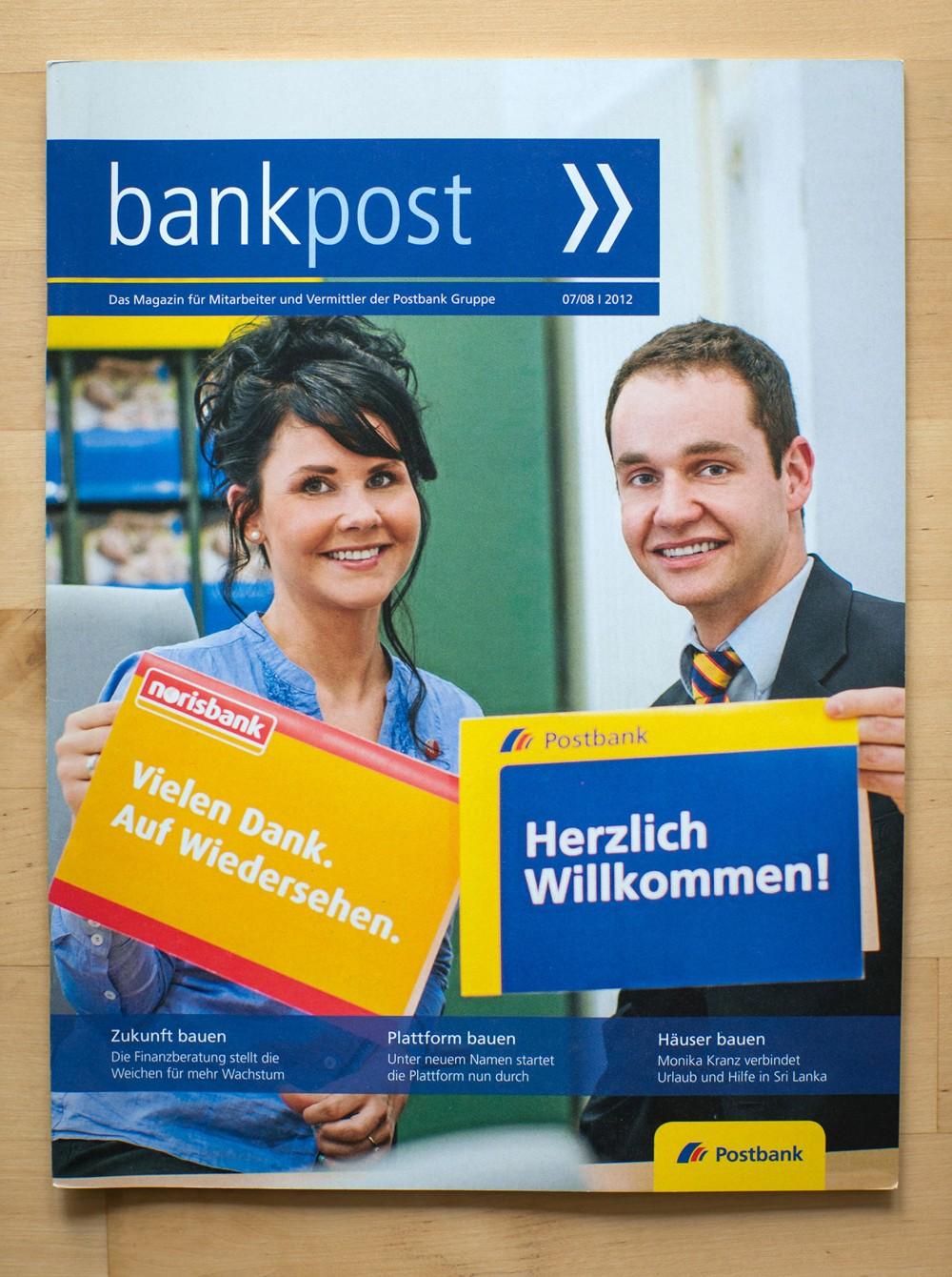 """Titelmotiv mit Postbank-Angestellten aus Gera/Thüringen auf einem Cover des Mitarbeiter-Magazins """"bankpost"""" der Postbank im Herbst 2012."""