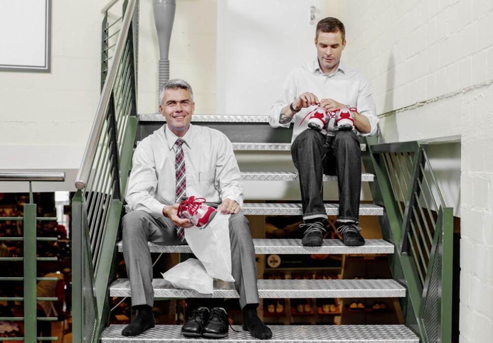 Die Geschäftsführer des Schuh-Herstellers Bär , Christof Bär (l.) und Sebastian Bär im August 2012 in ihrer Firma in Bietigheim-Bissingen