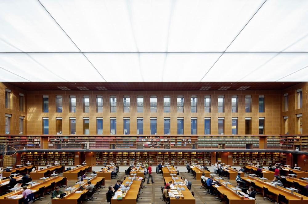 Der große Lesesaal der Sächsischen Landesbibliothek am 02.03.2012 in Dresden.