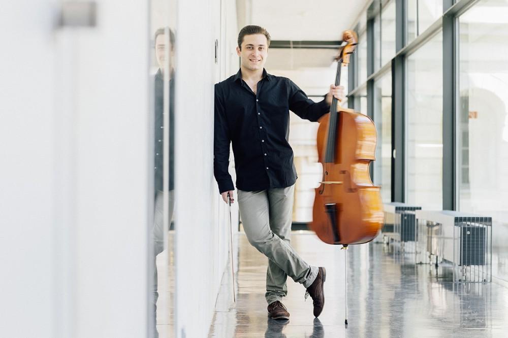 Der Cellist Hayk Sukiasyan im Juni 2015 in Dresden.