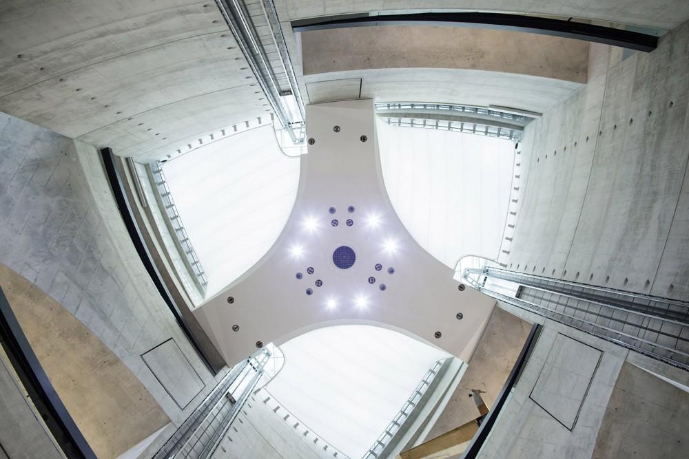 Blick zur Entrauchungsanlage im Mercedes-Benz-Museum am 06.11.2013 in Stuttgart.