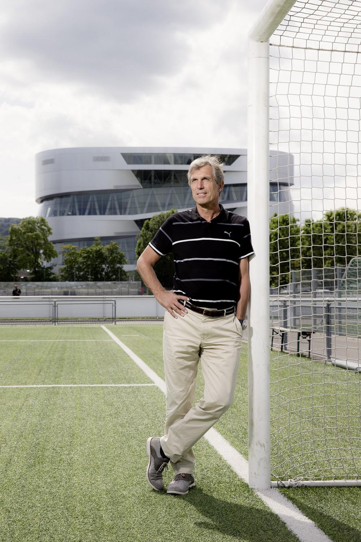 Jugendtrainer und Manager Rainer Adrion im August 2014 beim VfB Stuttgart.