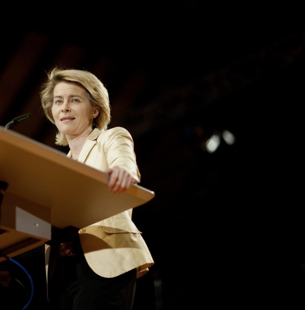 Ursula von der Leyen (CDU) , Bundesfamilienministerin, spricht am 22.02.2012 auf dem Politischen Aschermittwoch der CDU von Baden-Wuertemberg in Fellbach