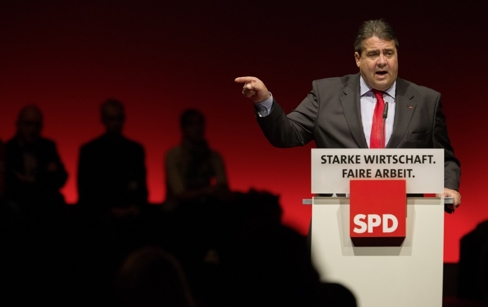 Der Bundesvorsitzende der SPD, Sigmar Gabriel, spricht am 22.09.2012 auf dem Landesparteitag seiner Partei in Dresden