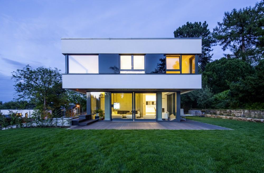 Modernes Einfamilienhaus am 19.07.2012 in Dresden.
