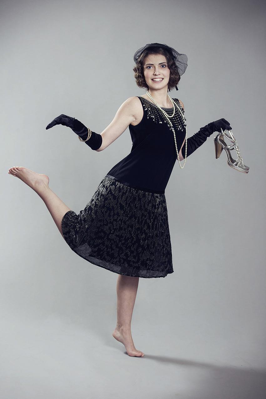Modell bei Fotoshooting für Magazin-Titel im Stil der 20er Jahre im Januar ´15.