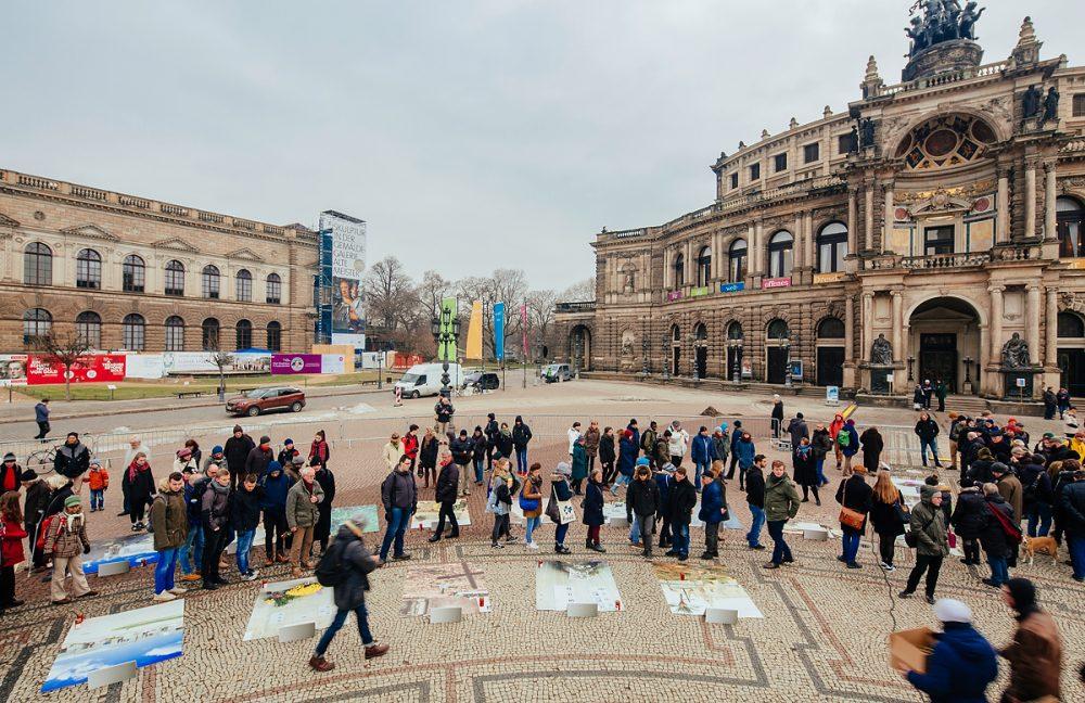 """"""" Lampedusa 361 """" auf dem Theaterplatz in Dresden"""