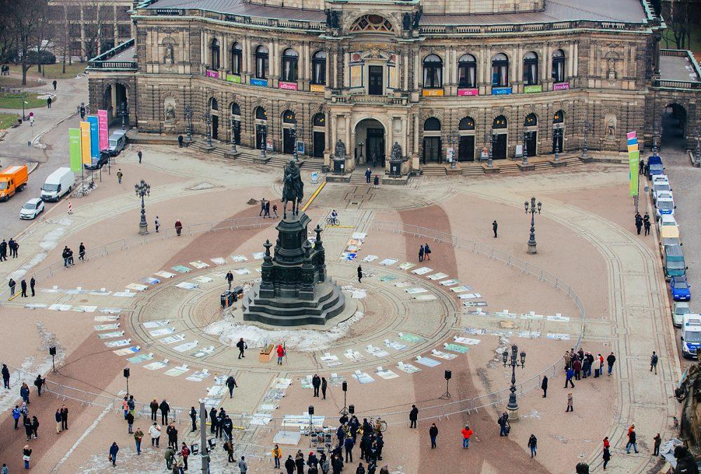 Eröffnung der Ausstellung am 10.02.2017 auf dem Theaterplatz in Dresden.