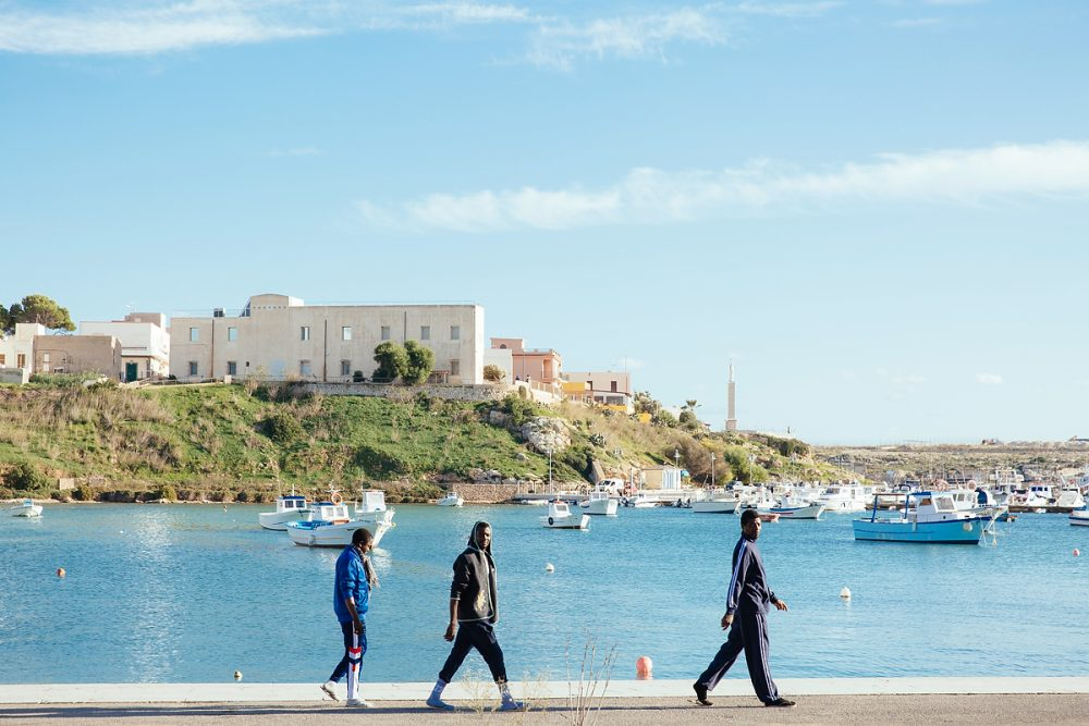 Afrikanische Flüchtlinge im November ´16 am Hafen von Lampedusa.